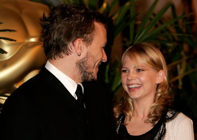 Heath Ledger (L) and Michelle Williams