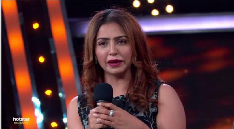 Actress Nandini Rai addressing audience after her elimination from Bigg Boss Telugu 2