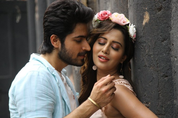 Harish Kalyan and Raiza in Pyaar Prema Kaadhal