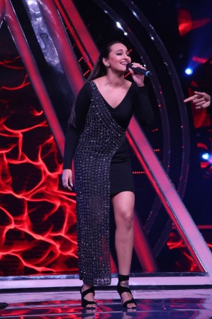 Indian Idol 10: Sonakshi Sinha