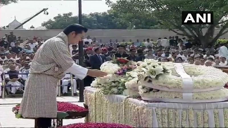 "Atal Bihari Vajpayee funeral ""title ="" King of Bhutan Jigme Khesar Namgyel Wangchuck pays last respects."
