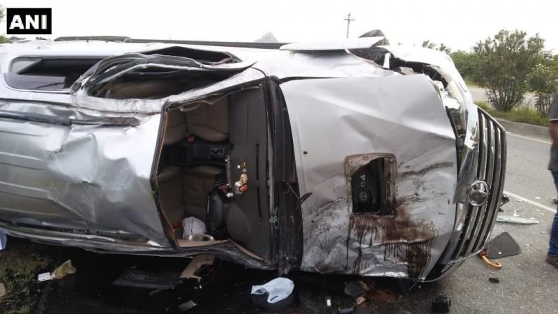 Karnataka: Two killed after BJP MLA CT Ravi's car rams into parked