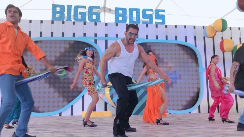 Bigg Boss 12: Salman Khan makes a splash at Goa launch