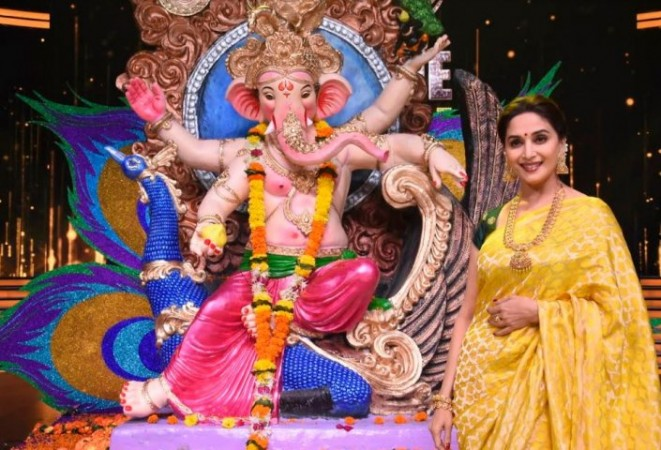 Madhuri Dixit-Nene and the Ganesha idol on Dance Deewane.