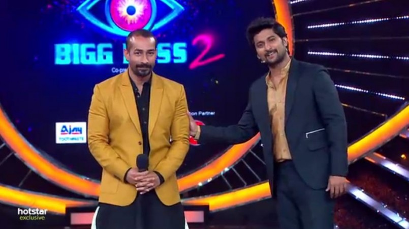 Amit Tiwari with host Nani on Bigg Boss Telugu 2