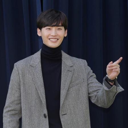 Lee Jong-suk file image