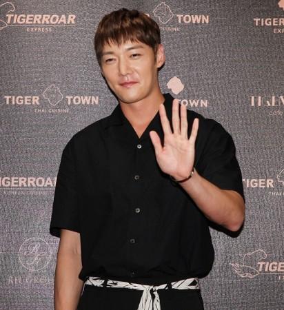 Choi Jin Hyuk injures eye while filming action scene for