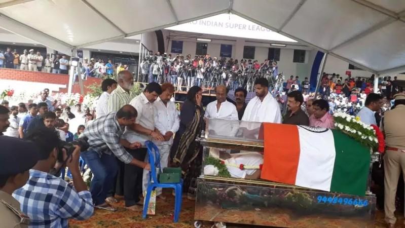 Rajinikanth pays respect to Ambareesh
