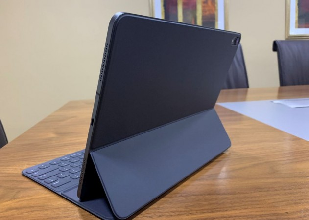 Apple, iPad Pro, 2018, smart keyboard folio, review, performance, design, launch, price,