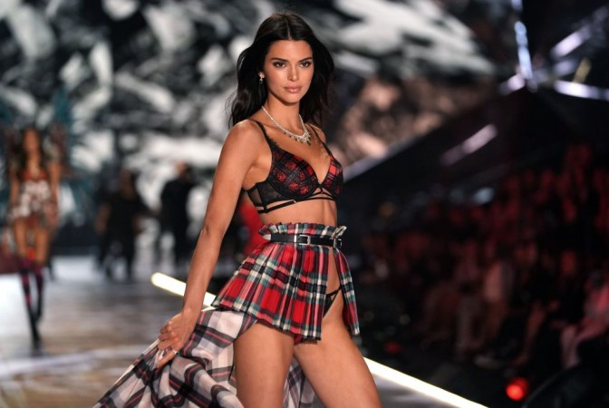 Kendall Jenner Bares It All In Vogue Italia Photoshoot Shares Jaw
