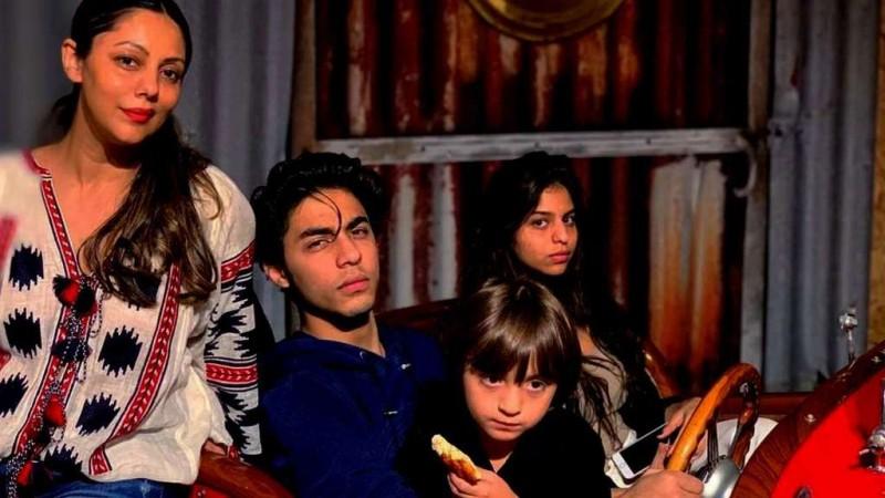 Gauri Khan with Aryan, Suhana and AbRam