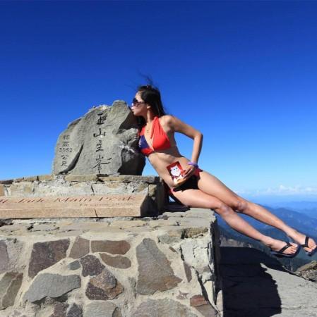 Gigi Wu aka 'bikini hiker'