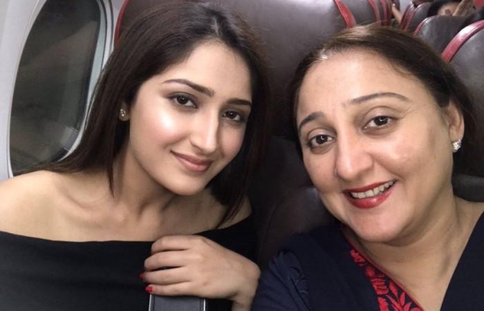 Sayyeshaa with her mother Shaheen