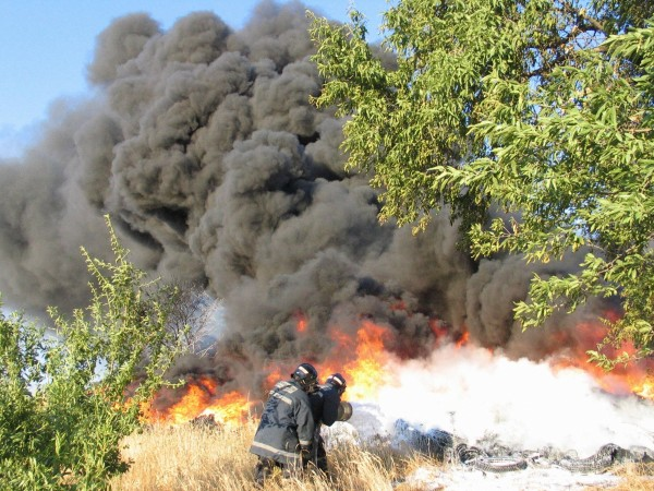 Spanish firefighters trying to extinguish the fire in an illegal tire dumpyard