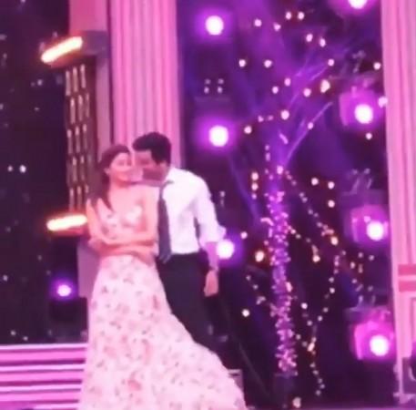 Ranbir Kapoor and Alia Bhatt dance at Zee Cine Awards 2019