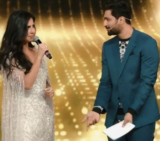 Katrina Kaif and Vicky Kaushal at Screen Awards 2018