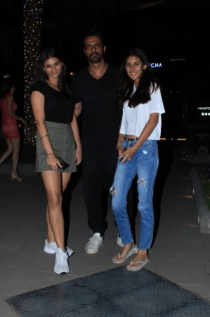 Arjun Rampal with daughters - Mahikaa and Myra