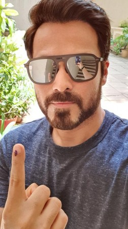 Emraan Hashmi casts his vote in Elections 2019