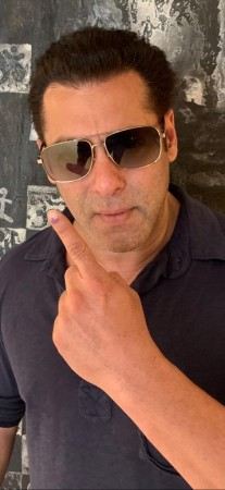 Salman Khan votes in Elections 2019