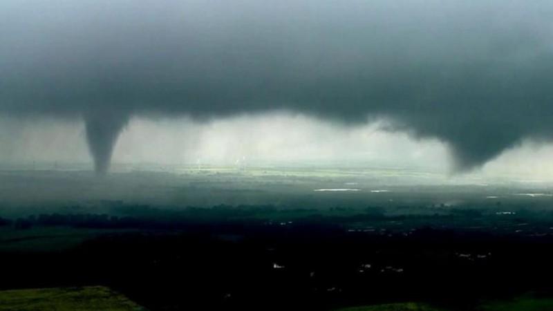 twin tornadoes oklahoma