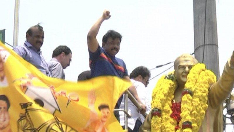 Ram Gopal Varma garlanding NTR's statue on Paipula road in Vijayawada