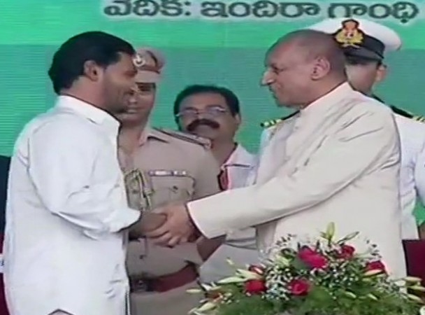 YS Jaganmohan Reddy takes oath as the new chief minister