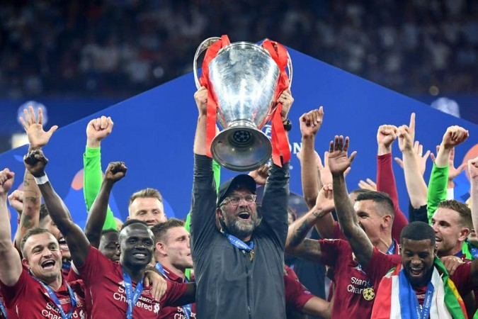Liverpool lift UCL trophy