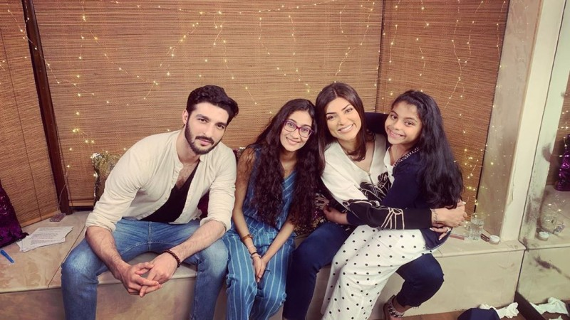 Sushmita Sen, Rohman Shawl, daughters Alisah and Renee.