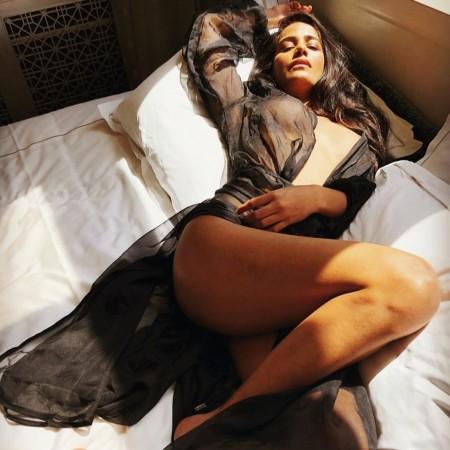 Poonam Pandey poses semi-nude for Team India
