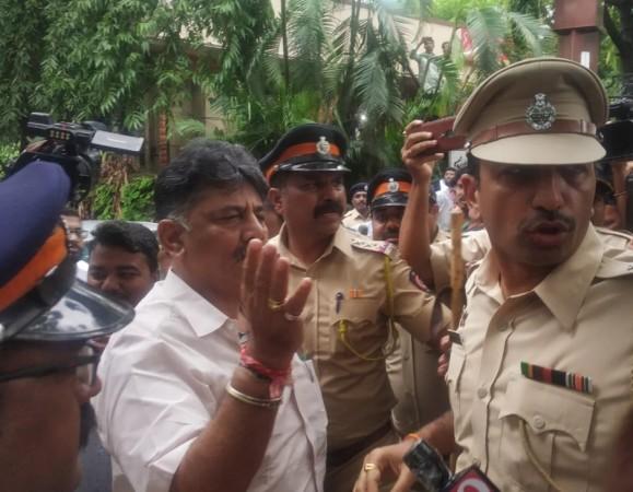 DK Shivakumar prevented from entering Renaissance hotel in Mumbai to meet the rebel MLAs