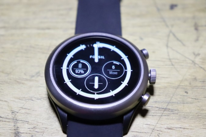 fossil sport review a sporty smartwatch for everyday use ibtimes india. Black Bedroom Furniture Sets. Home Design Ideas