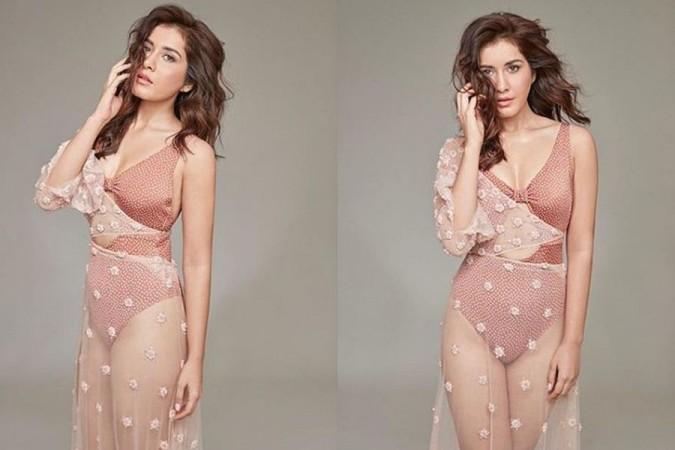 Raashi Khanna in Bikini