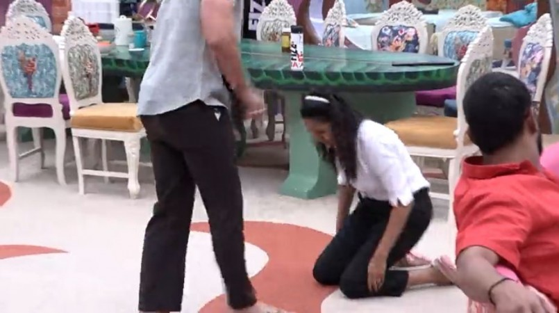 Himaja Reddy falls to Ali Reza's feet