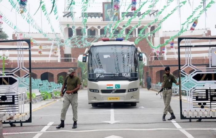 Lahore-Delhi bus service