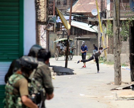 jammu and kashmir stone pelting