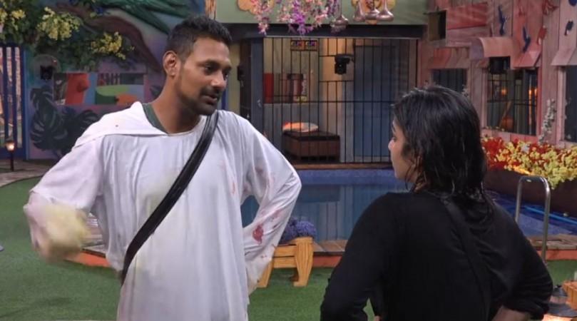 Punarnavi Bhupalam arguing with Varun Sandesh