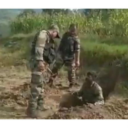 amrny personnel diffuing mortar shell in j&K