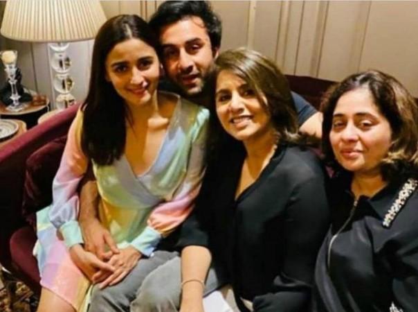 Alia Bhatt, Ranbir Kapoor, Neetu Kapoor
