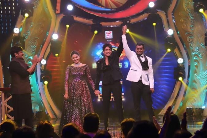 Akkineni Nagarjuna with Bigg Boss Telugu 3 winner Rahul Sipligunj and runnerup Sreemukhi