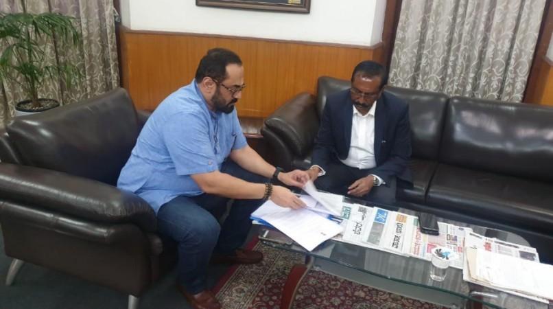 BJP MP Rajeev Chandrasekhar and BBMP commissioner BH Anil Kumar, IAS