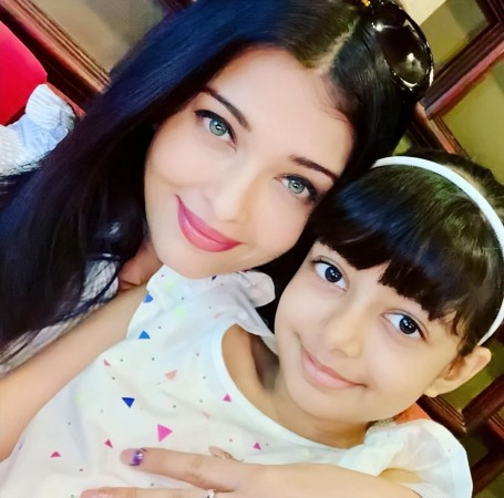 Aishwarya Rai looks like a spitting image of her daughter ...