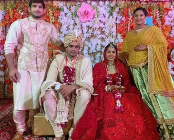 Babita Phogat, Vivek Suhag, Geeta Phogat
