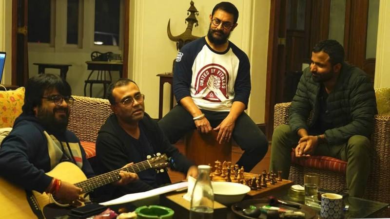 Aamir Khan with musicians of Laal Singh Chaddha