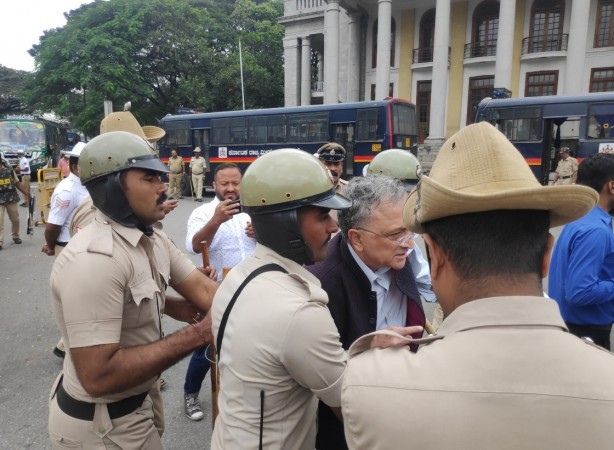 Ramachandra Guha detained by Bengaluru police for protesting against CAA