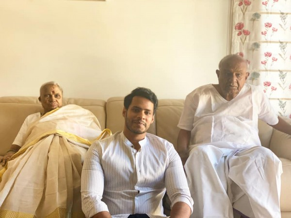 Nikhil Kumar with his grandfather HD Devegowda and Chennamma