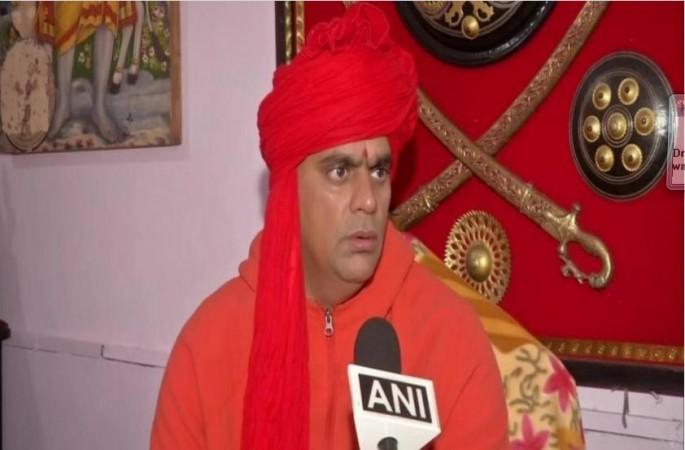 Cow urine, dung can treat Coronavirus, says Hindu Mahasabha chief