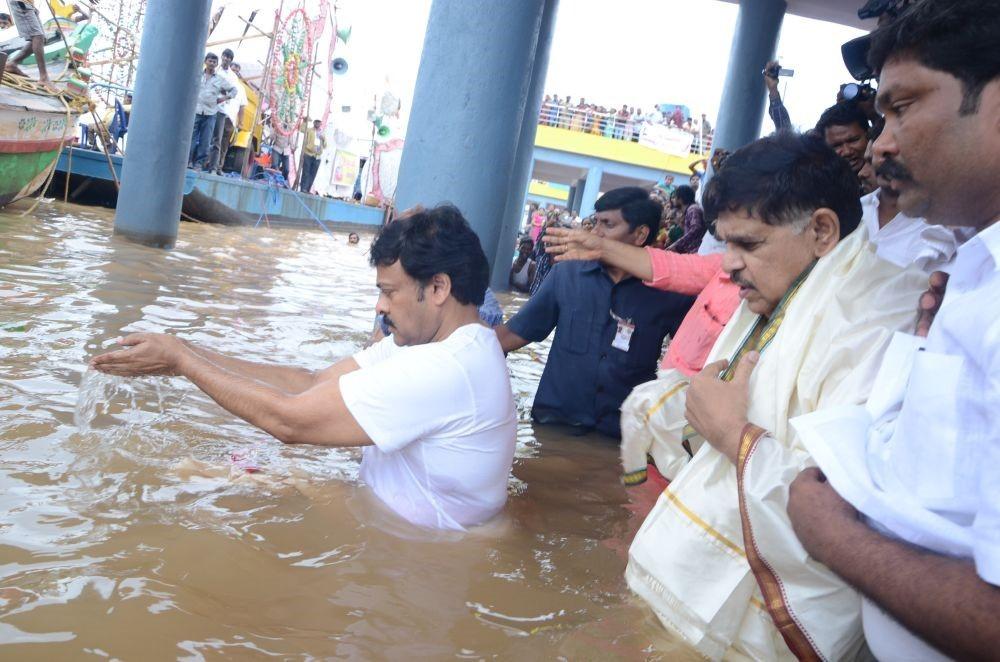 Chiranjeevi takes holy dip at Godavari Pushkaralu,Chiranjeevi at Godavari Pushkaralu,Godavari River,Pushkaralu festival,Chiranjeevi,actor Chiranjeevi,Chiranjeevi latest pics,Chiranjeevi latest images,Chiranjeevi latest photos,Chiranjeevi latest stills,Chi