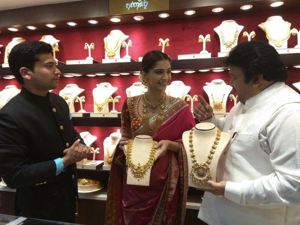 Sonam Kapoor,Kalyan Jewellers Anna Nagar Showroom Launch,Kalyan Jewellers Showroom Launch,Kalyan Jewellers,Prabhu Ganesan,Prabhu,Sonam Kapoor and Prabhu Ganesan