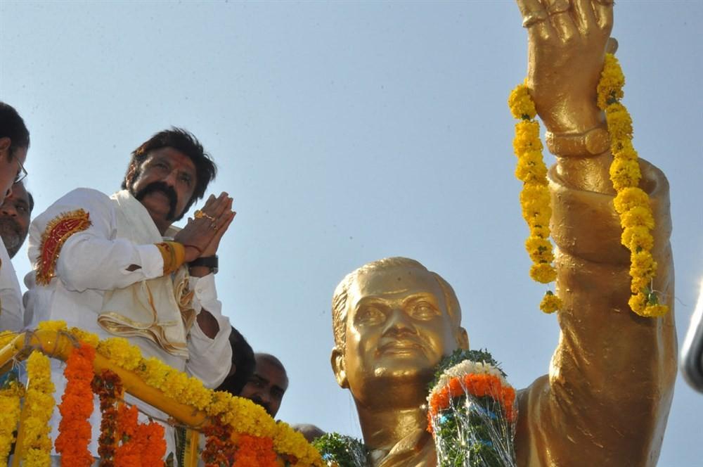 Nandamuri Balakrishna,NTR statue,NTR,Nandamuri Balakrishna at NTR statue,Balakrishna at NTR statue,Balakrishna visits NTR statue
