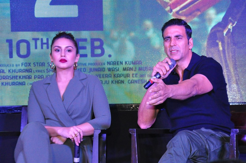 Akshay Kumar,Huma Qureshi,Akshay Kumar and Huma Qureshi,Jolly LLB 2,Jolly LLB 2 press meet,Jolly LLB 2 press meet  pics,Jolly LLB 2 press meet  images,Jolly LLB 2 press meet  photos,Jolly LLB 2 press meet stills,Jolly LLB 2 press meet pictures